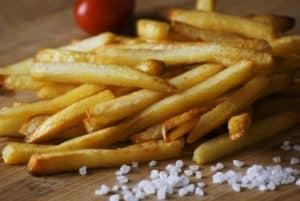 Wie gesund sind Heißluftfritteusen? Pommes enthalten deutlich weniger Fett!